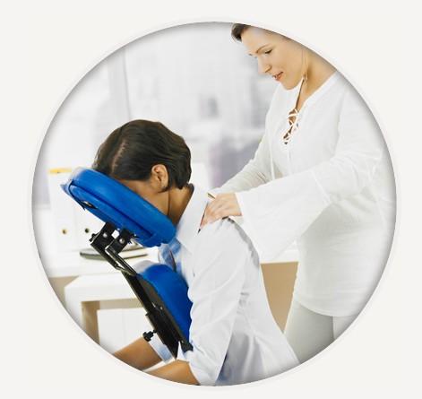 Massage assis en entreprise : quels bienfaits ?