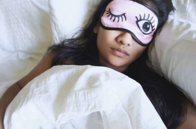 conseils-bon-sommeil-anti-insomnie-femme-dormir-lit